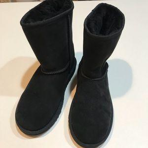 Ugg classic short boot black
